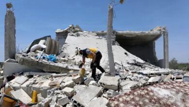 Photo of ΘΛΙΨΗ ΚΑΙ Τραγωδία χωρίς τέλος στη Συρία: Πατέρας έκλαιγε πάνω στους τάφους τριών από τα τέσσερα νεκρά παιδιά του