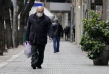 Photo of Ανατροπή: Επιστρέφει η μάσκα σε εξωτερικούς χώρους!
