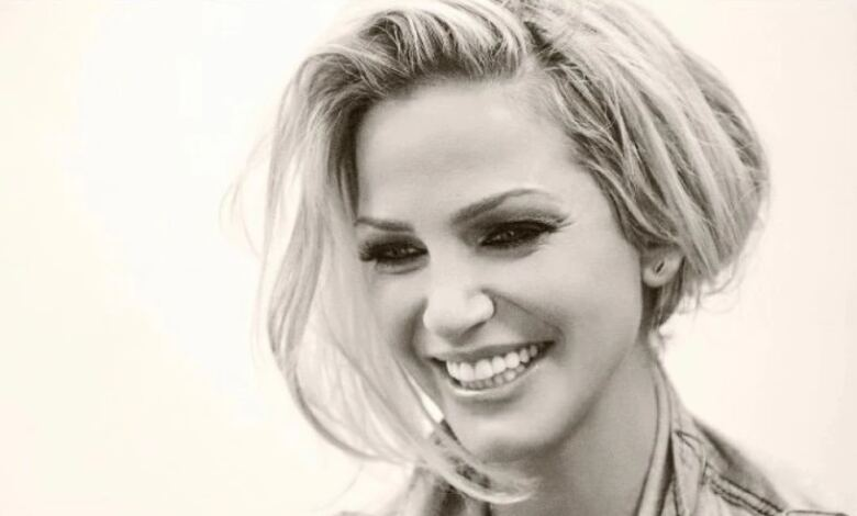 Photo of ΘΡΗΝΟΣ Πέθανε σε ηλικία 39 ετών η ηθοποιός και τραγουδίστρια Σάρα Χάρντινγκ