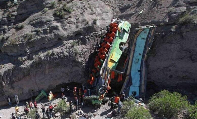 Photo of Νέα τραγωδία στο Περού: Τουλάχιστον 32 νεκροί στην πτώση λεωφορείου σε χαράδρα