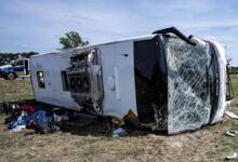 Photo of ΘΛΙΨΗ Τουλάχιστον 12 νεκροί, μεταξύ αυτών 2 παιδιά, σε ανατροπή λεωφορείου στο Σουέζ